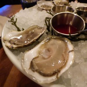where to eat local oysters in charleston sc